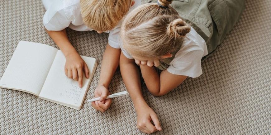 Jak zapobiegać rywalizacji między rodzeństwem